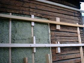 Isolera timmerhus vägg